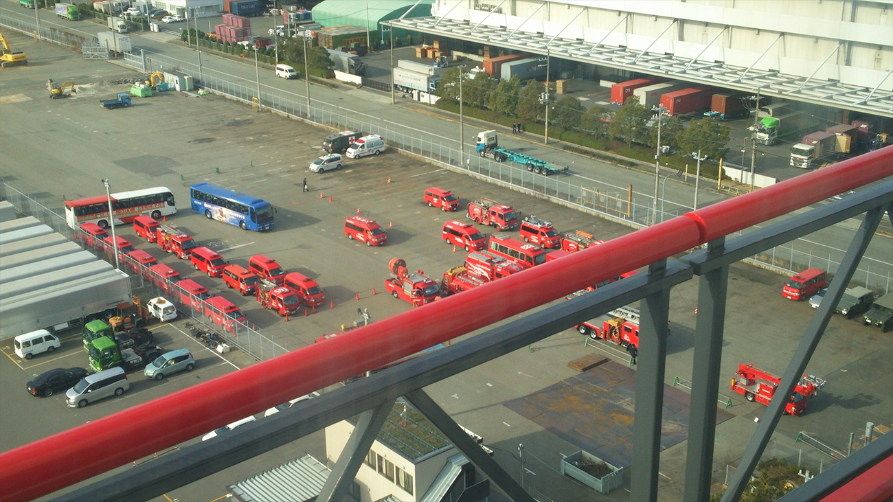大量の消防車